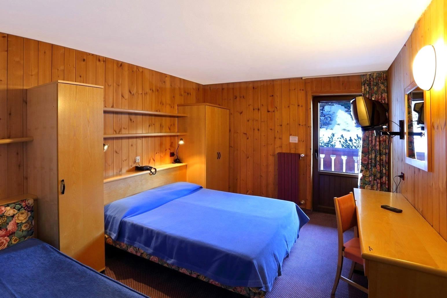 Hotel santa caterina hotel 3 stelle a santa caterina for Camere arredate